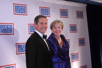 USO President Sloan Gibson and wife and Host Committee Co-Chair Margaret Gibson